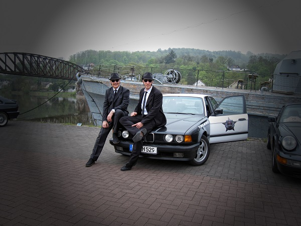Oldtimer Rallye Blues Brothers im Bluesmobil